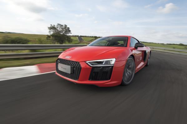 Audi R8 Coupé V10 plus: Um 'foquete' sobre rodas
