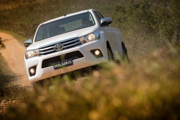 Toyota lança nova geração da Hilux e SW4 com  motor Dual VVT-i Flex e design aprimorado