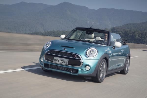 MINI lança no Brasil nova geração da Versão Cooper S Cabrio