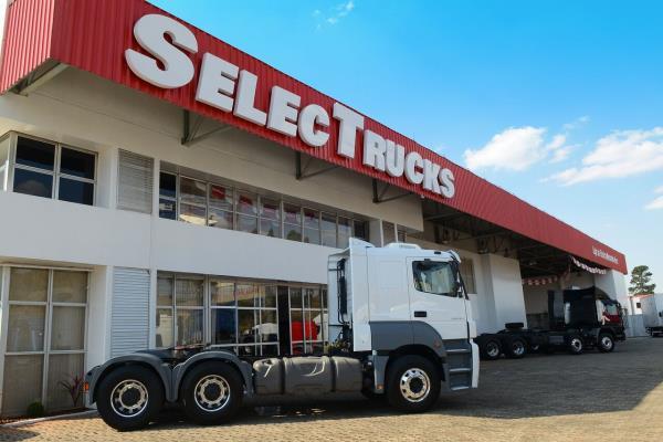 Mercedes-Benz inaugura nova loja de seminovos SelecTrucks em Betim - MG