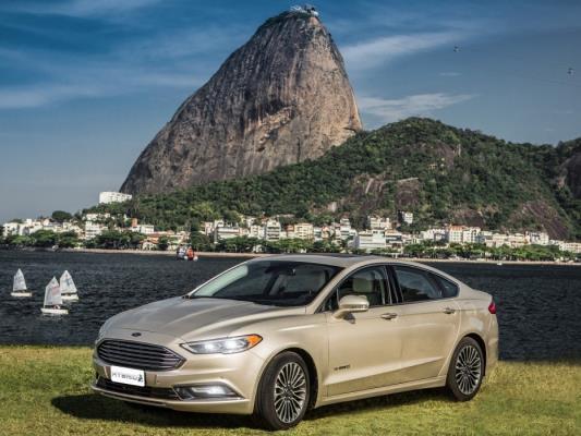 Ford apresenta Fusion Hybrid 2017, com tecnologia de última geração