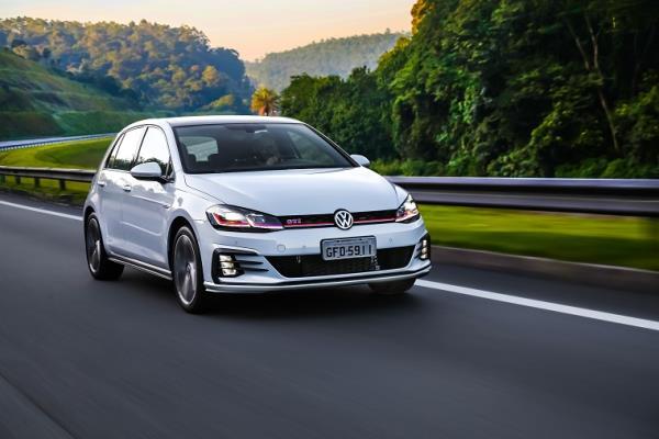 Volkswagen Golf e Golf Variant chegam mais potentes e equipados