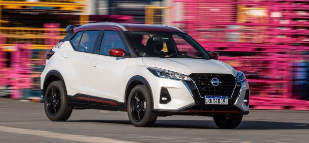 Nissan Kicks XPlay em ambiente artístico